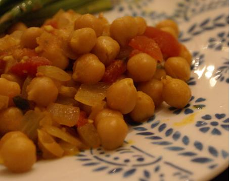 Upclose loveliness...of both the chickpeas and my plates!  Again, thanks, Mom!